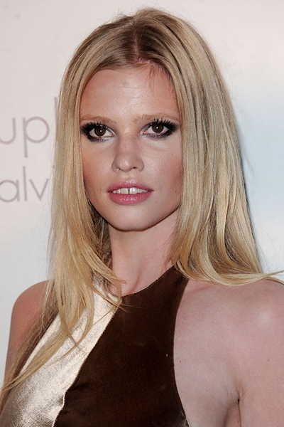 lara-stone-pretty-face-cosmetic-surgery