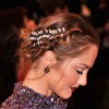 recogido con accesorios minka-kelly-hair-accessory-met-gala-detail-main