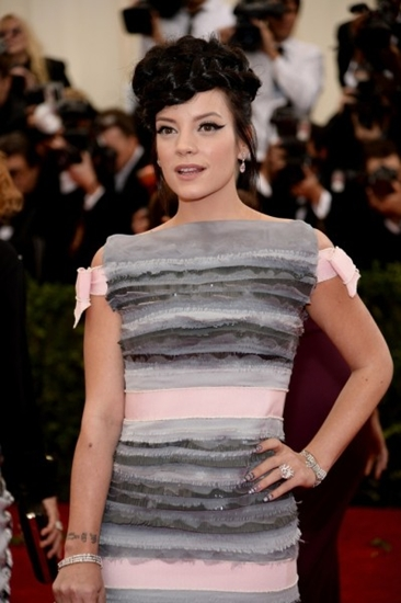 Lily-Allen-Wearing-Chanel-Couture-399x600