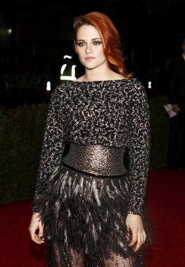 kristen-stewart-arrives-at-the-metropolitan-museum-of-art-cost