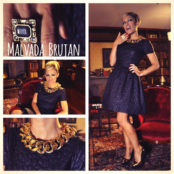 Collar para vestido negro de encaje